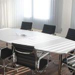 Manières polies de refuser une invitation à une réunion